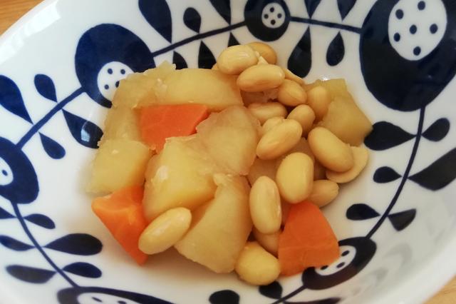 じゃがいもと大豆の煮物