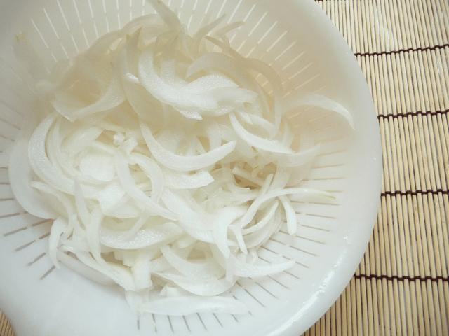 玉ねぎの薄切り